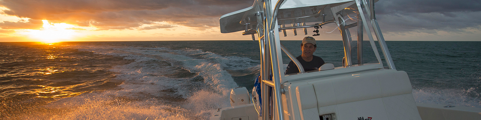 Simrad-Center-Console_14736_1600x400.jpg